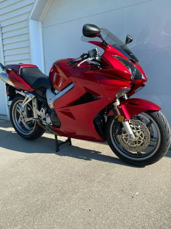Photo 2007 HONDA VFR800, with 12540 miles, all stock, new Michelin Pilot Road 5s - $5,100 (Ft Wayne In DuPont Estates)