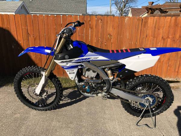 Photo 2016 Yamaha YZ450F Dirt Bike with GYTR Yamaha Power Tuner and Extras - $4995 (Kokomo, IN)