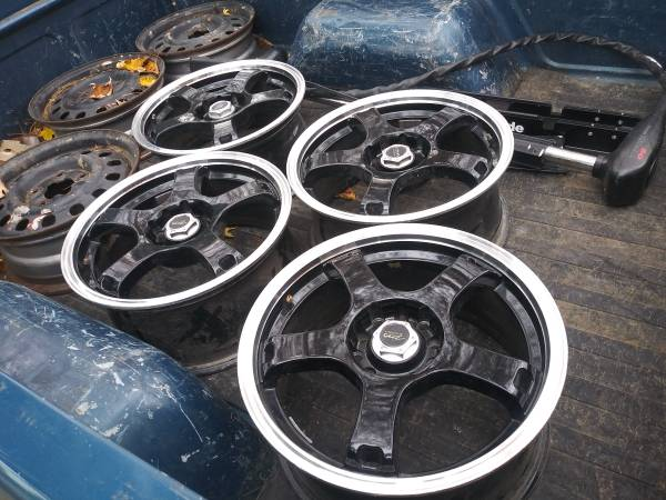 Photo 4 really nice 16 inch rims front wheel drive GM - $225 (Warsaw)