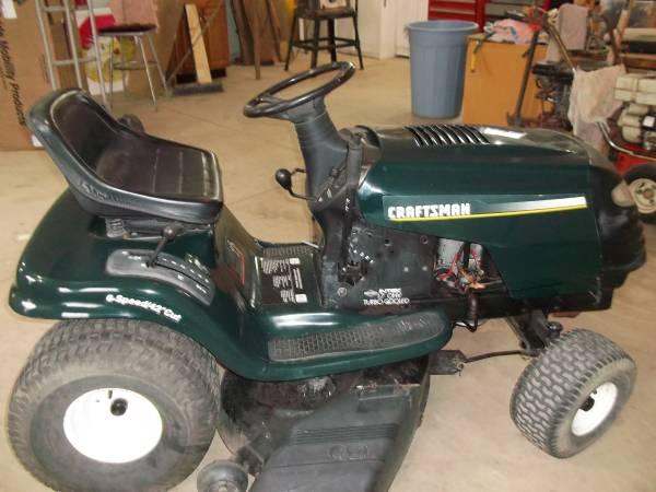 Photo Craftsman Riding Mower - $375 (BERNE)
