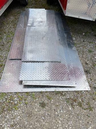 Photo Diamond plate steel sheets 18 thickness $10 per square foot OBO - $10 (Fort Wayne)
