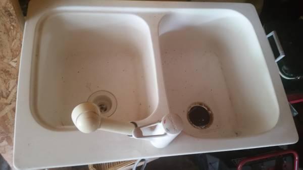 Photo Double sink with Moen faucet - $40 (Fort wayne)
