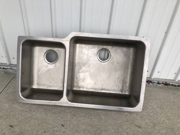 Photo Elkay Gourmet Stainless Steel Double Basin Kitchen Sink Never used - $100 (Decatur, IN)