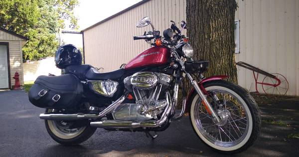 Photo Harley Davidson Sportster 883 2004 - $4,000 (HUNTINGTON)