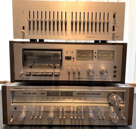 Photo Pioneer Vintage Silver Face Stereo Receiver, Equalizer, Cassette Tape - $799 (Angola)