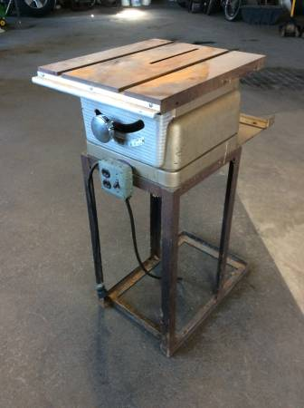 Photo Project Sears  Roebuck Craftsman Smaller Bench top Table saw - $40 (Decatur, IN)