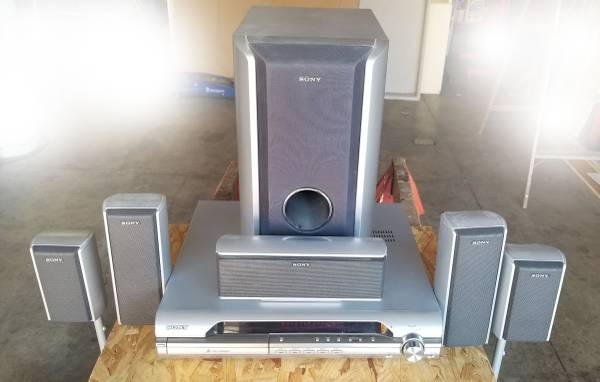 Photo SONY HCD-DX255 Home Theatre System - $40 (North Ft Wayne)