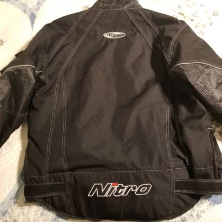 Photo Snowmobile suit - Mens - $100 (Butler)