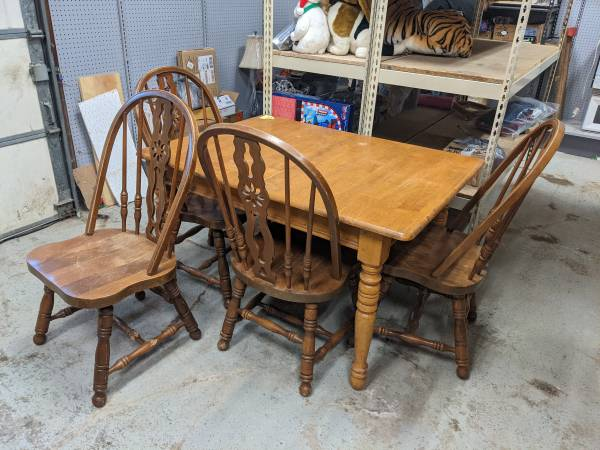 Photo Solid Wood Vintage Kitchen Dinning Table, Folding Leaf and 4 chairs - $50