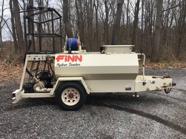 Photo Towable Hydroseeder 600 gallon only 375 hours - $13600 (south bend)