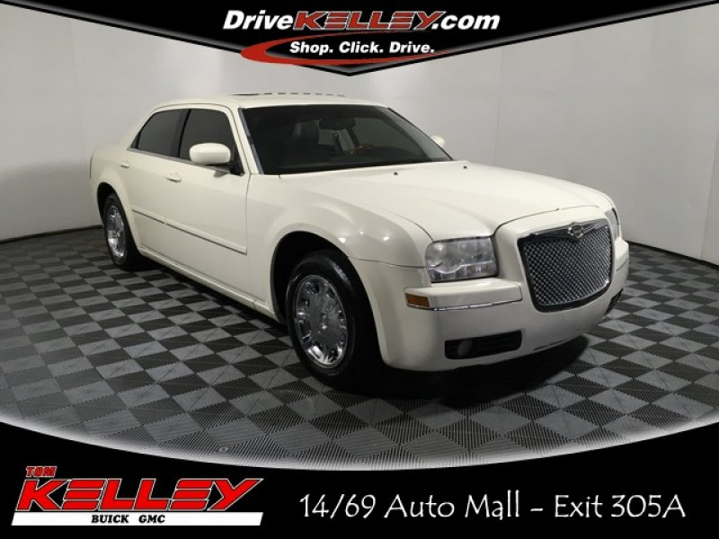 Photo Used 2005 Chrysler 300 Limited for sale