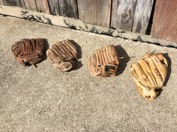 Photo Vintage Baseball Gloves- adult sizes - $15 (DecaturFt Wayne, IN)