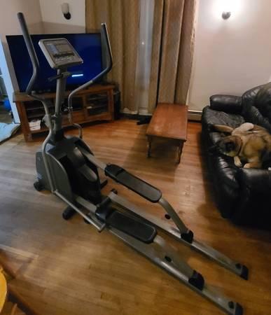 Photo Vision Fitness elliptical machine - $385 (Churubusco)