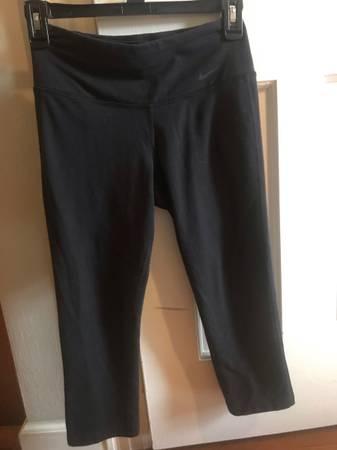 Photo Womens xs Nike leggings - $10 (Fort Wayne)