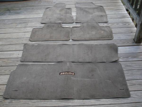 Photo 2005-2007 Toyota Sequoia factory floor mats set cargo mat tan taupe - $125 (Frederick, MD)