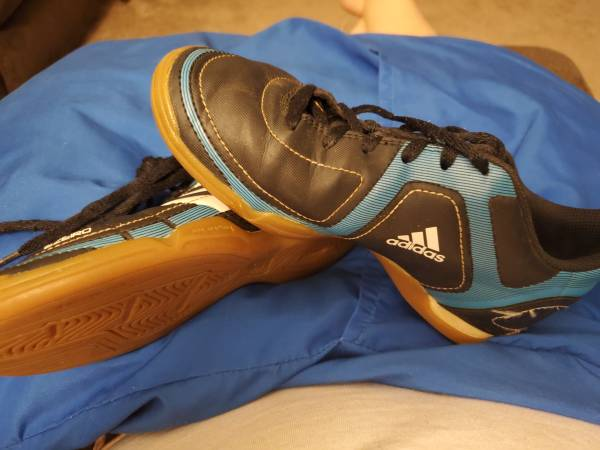 Photo Adidas indoor soccer shoe - $15 (Frederick)