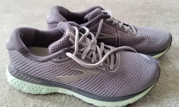 Photo Brooks Adrenaline GTS 20 Running Shoes Women39s Size 7B - $70 (Frederick)