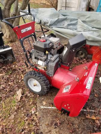 Photo Craftsman 9.5 hp snow blower - $600 (Monrovia)