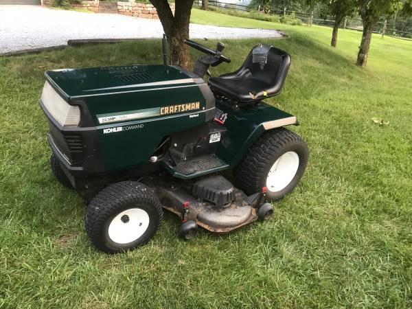 Photo Craftsman lawn tractor - $575 (Boonsboro)