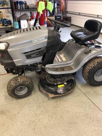Photo Craftsman riding mower - $450 (Ijamsville)