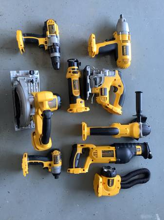 Photo Dewalt 18v Cordless tools - $400 (New Market)