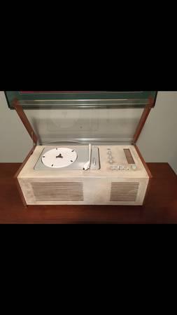Photo Mid Century Braun Turntable - $700 (New Market MD)