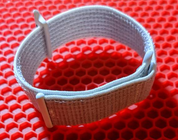 Photo Nike Apple Watch Sport Loop White 44mm - $30 (Frederick)