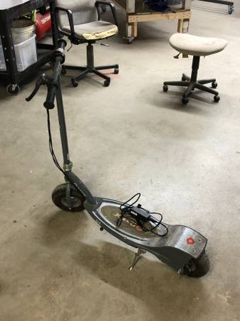 Photo Razor E300 Scooter - $120 (Frederick)
