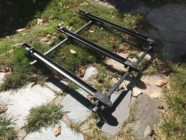 Photo Thule Crossbars w 3 fork mounted bike racks for 3rd gen. 4Runner - $75 (Libertytown)