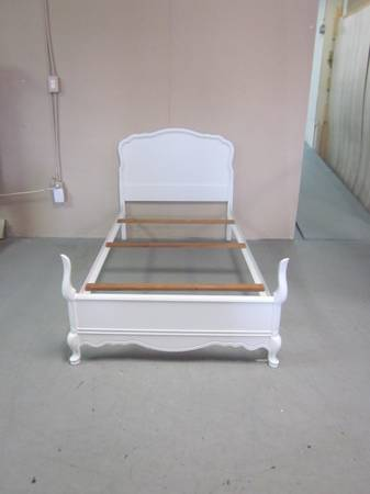 Photo White French Twin Size Bed - $165 (Hagerstown)