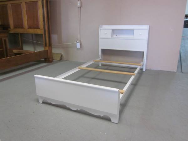 Photo White Twin Size Bed with Bookcase Headboard - $135 (Hagerstown)
