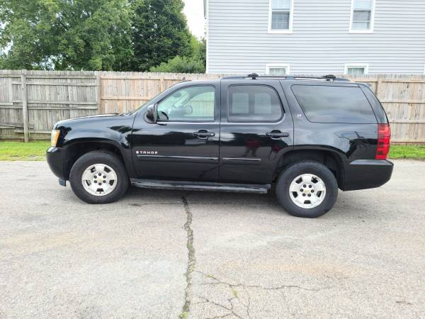 Photo 2009 Chevy Tahoe LT 4x4 6 Month warranty  - $10,995 (Bowling Green)