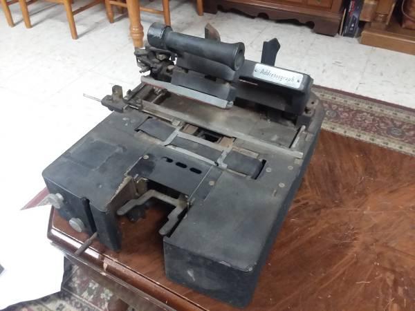 Photo Antique Cast Iron Addressograph Imprinter Model 720 Hand Crank - $20 (Oilville Exit)