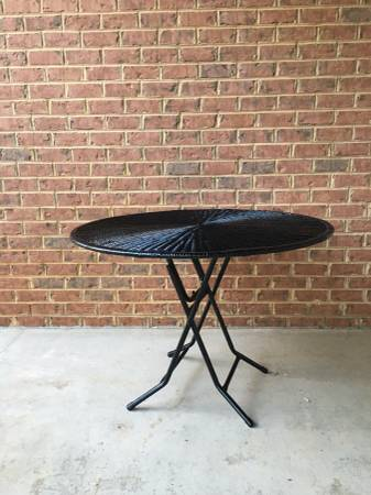 Photo Attractive Sturdy folding wicker patio table with glass top - $95 (Brightwood)