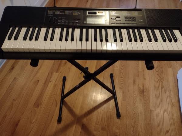 Photo Casio CTK-2400 Keyboard, stand - $70 (Fredericksburg)