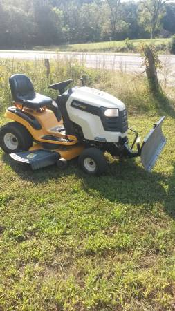 Photo Cub Cadet LTX 1045 riding mower with snow plow - $1,100 (Fredericksburg)