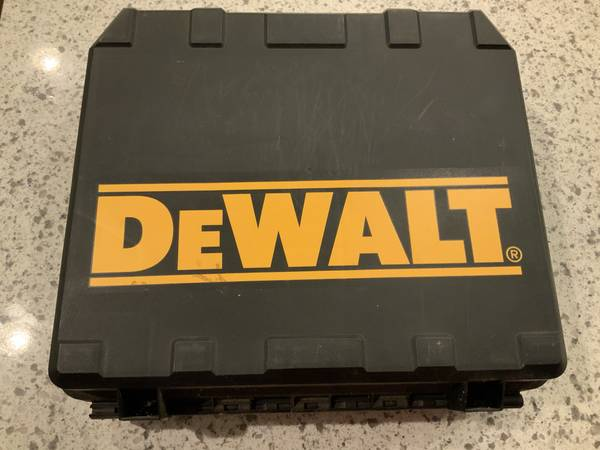 Photo DeWalt 18V Cordless 38 DrillDriver Kit - $50 (Fredericksburg)