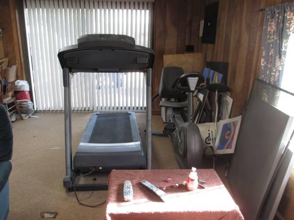 Photo Exercise Equipment - Treadmill - $300 (Colonial Beach)