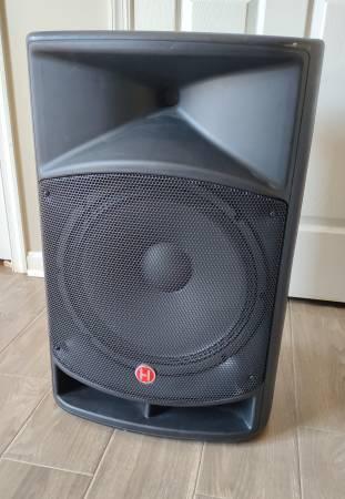 Photo Harbinger VaRi V2115 600 Watt Powered PA Speaker 15quot Sub, (2) (Pair) - $200 (Fredericksburg)