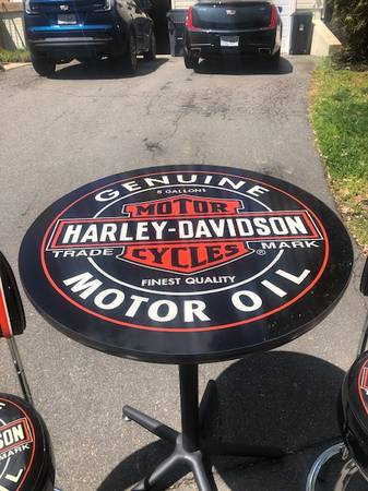 Photo Harley Davidson Oil Can Pub Table and ChairsStools - $325 (Fredericksburg)