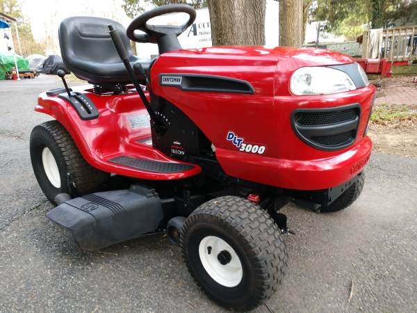 Photo LIKE NEW DLT 3000 CRAFTSMAN RIDING LAWN MOWER - $980 (StaffordFredericksburg)