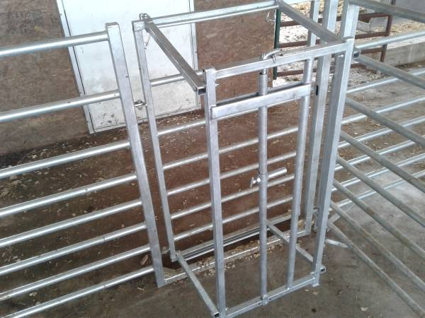 Photo Lamb or Goat Grafting Gate - No more Orphans - $110 (Locust Grove)