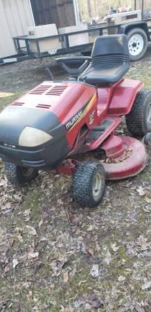 Photo Murray riding mower - $275