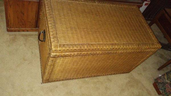 Photo NEW Pier 1 trunk or coffee table - $80 (Fredericksburg)