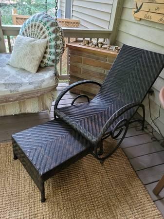 Photo Pier One indoorporch rattan chaise - $95 (Fredericksburg)