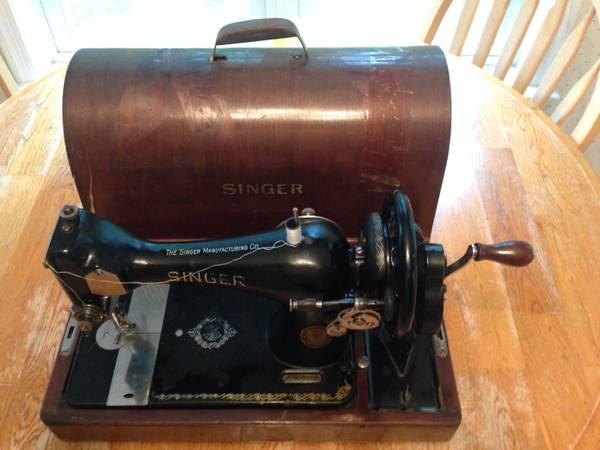 Photo SINGER HAND CRANK SEWING MACHINE - $300 (Spotsylvania)