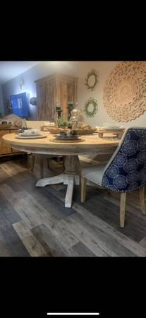 Photo Solid wood round dining table ( 8 seater) - $4,500 (Stafford ( aquia harbour ) VA)