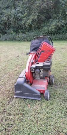 Photo Troy Built Yard Vacuum 5Hp - $300 (King George)