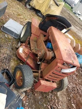 Photo Wheel horse mower - $300 (King George)