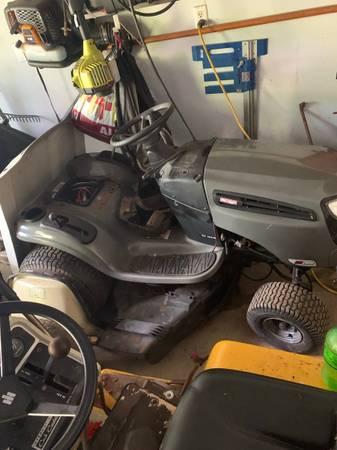 Photo craftsman lts2000 riding lawn tractor - $200 (Fredericksburg)